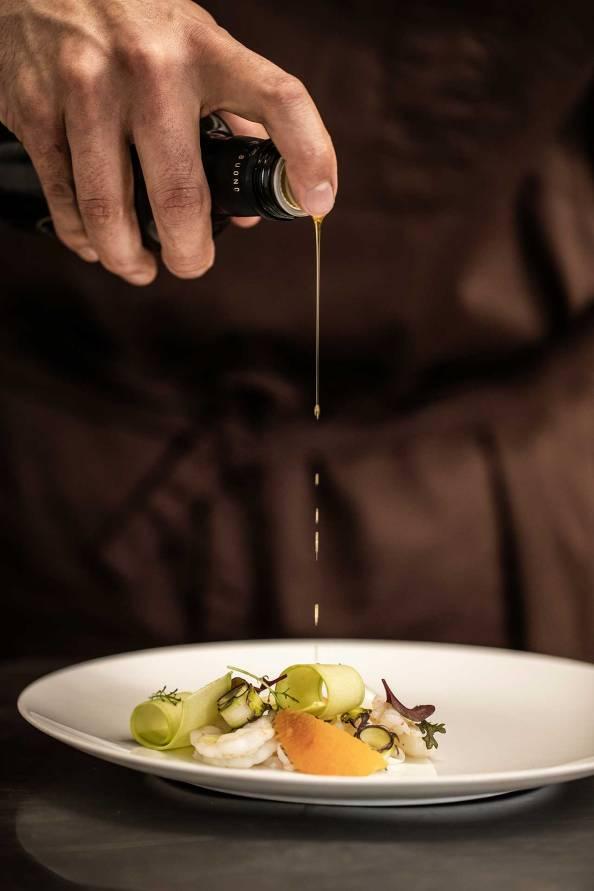 chinoro-chef-stellato-olio-ristorante